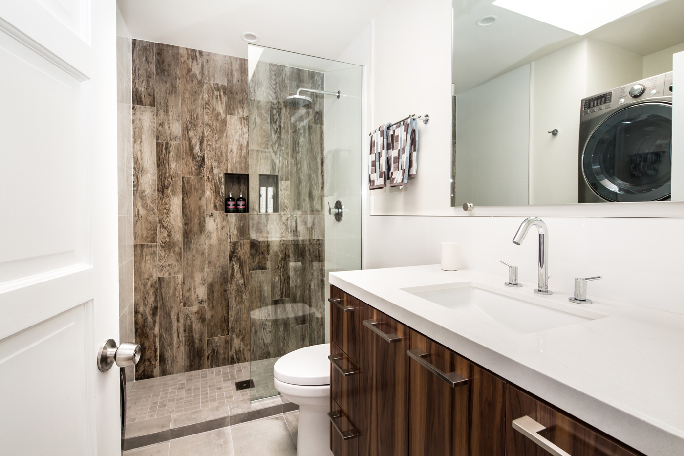 West La Guest Bath With Laundry Nook Overland Remodeling